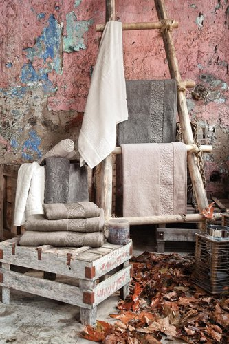 Полотенце для ванной Issimo Home VALENCIA бамбуково-хлопковая махра аметист 50х90, фото, фотография
